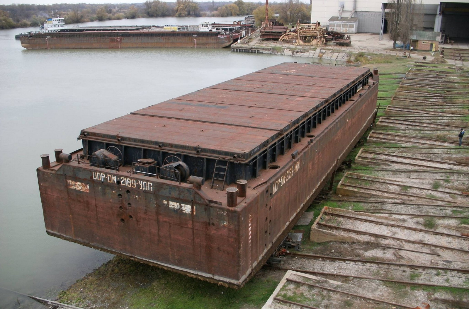 1635_barge